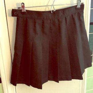 Black pleated mini skirt